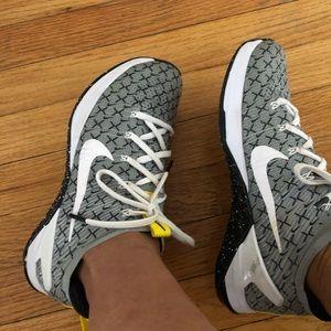Women Nike Met on DSX FK 2 X Cross training shoe